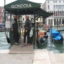 Vogalonga 2016- 13: Gondolieri warten auf Kundschaft.
